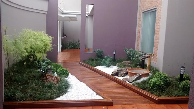Khu vườn này không đòi hỏi phải có diện tích rộng, chỉ cần bạn sử dụng các loại cây nhỏ được lựa chọn tinh tế theo phong thủy là được.