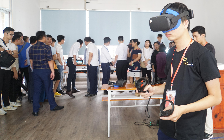Thầy trò trường Đại học Kiến trúc Hà Nội và các chuyên gia thực hành không gian thực tế ảo tại BIMLAB