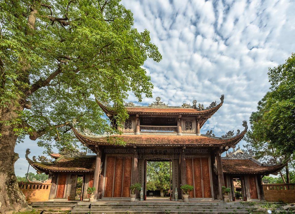 Cổng làng Nôm, Hưng Yên