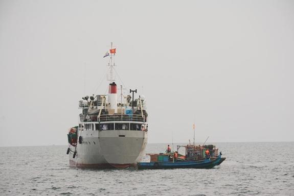 Tàu HQ 632, Bộ tư lệnh Vùng 5 Hải quân trong hành trình dọc tuyến biển, đảo Tây Nam của Tổ quốc. Ảnh: Thu Hà.