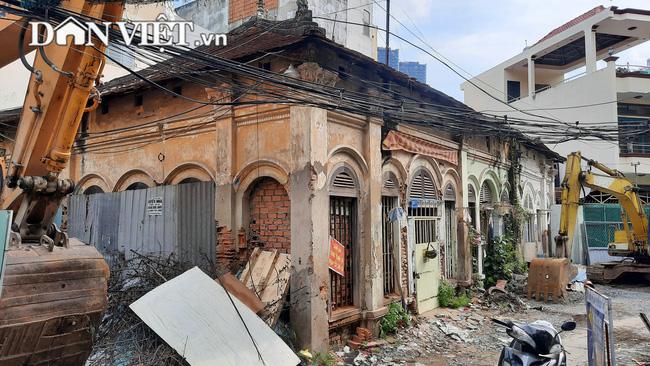 Một biệt thự cổ hoang tàn trên đường Nguyễn Hữu Cảnh (Ảnh: Quang Phương)