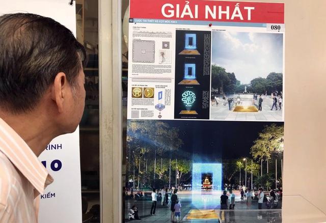 Người dân xem ý tưởng được trao giải tại cuộc thi