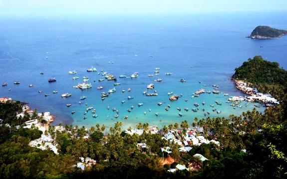 Đảo Nam Du (Kiên Giang) từ khi trở thành đảo du lịch, thu hút rất đông khách du lịch. Ảnh: Thu Hà.