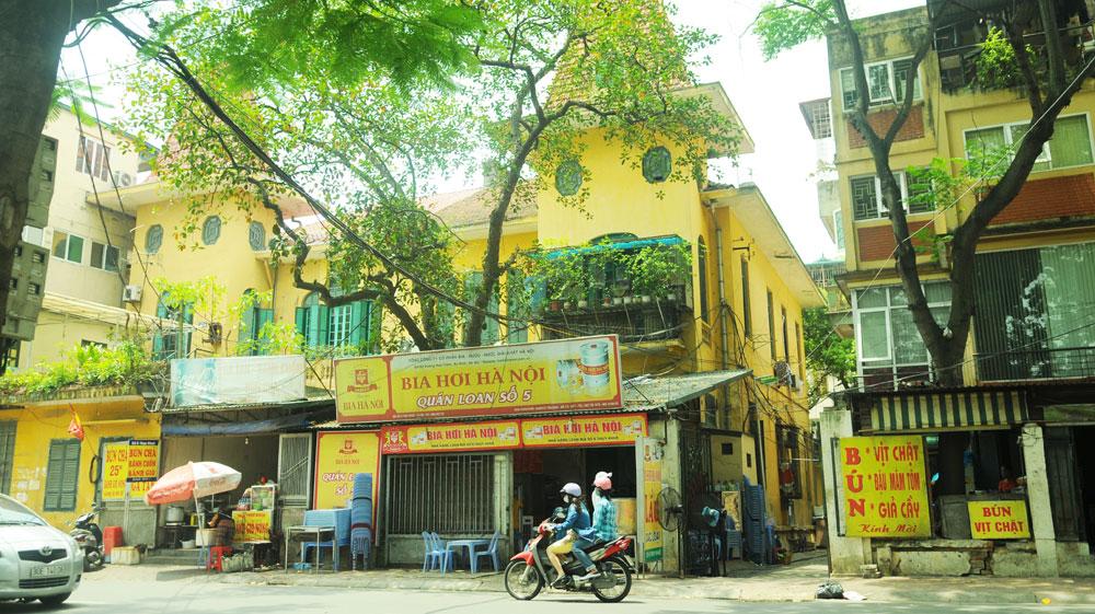 Biệt thự cổ trên phố Thụy Khuê, quận Tây Hồ. Ảnh: Phạm Hùng