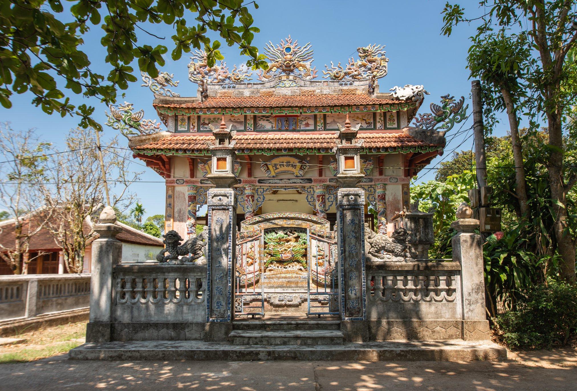 Nhà thờ họ Hồ 3 chi nhánh ở làng Phước Tích, Huế