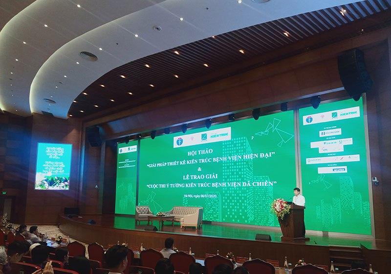 """Thứ trưởng Bộ y tế Trương Quốc Cường khai mạc sự kiện: """"Cảm ơn sự đóng góp của các Kiến trúc sư, đã dành sự quan tâm đặc biệt đối với ngành y tế, tạo điều kiện cho đội ngũ y bác sỹ thực hiện tốt công việc của mình""""."""