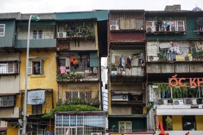 Nhà G6A khu tập thể Nam Thành Công (quận Đống Đa) - một trong những khu nhà cũ xuống cấp trầm trọng nhất tại Hà Nội