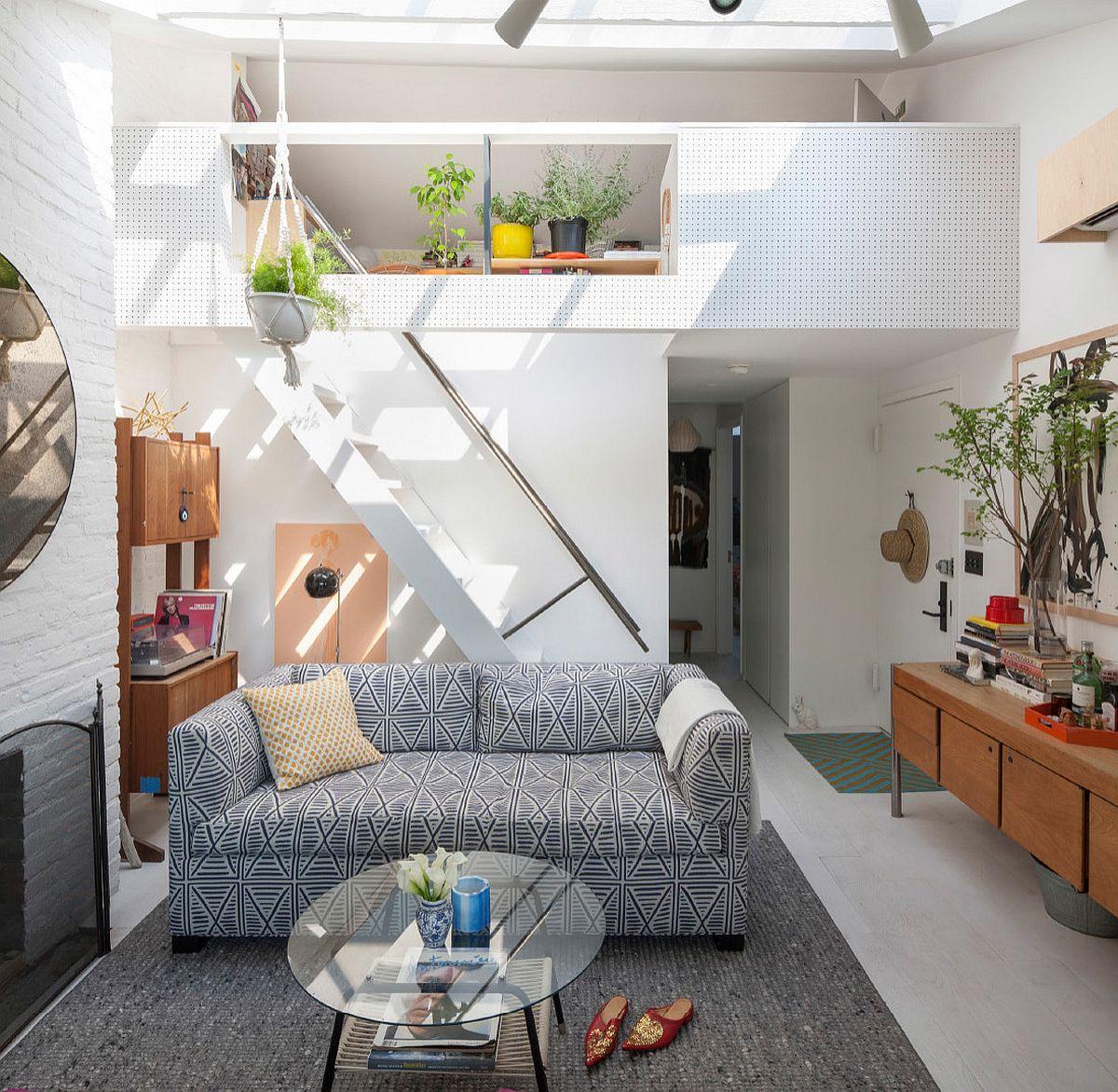 Ánh sáng luôn mang đến sức hút kỳ lạ cho những căn phòng được sắp đặt với họa tiết trẻ trung của sofa