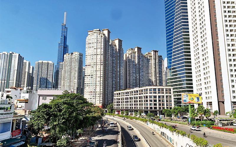 Nhiều nhà cao tầng mọc lên dọc theo tuyến đường Nguyễn Hữu Cảnh
