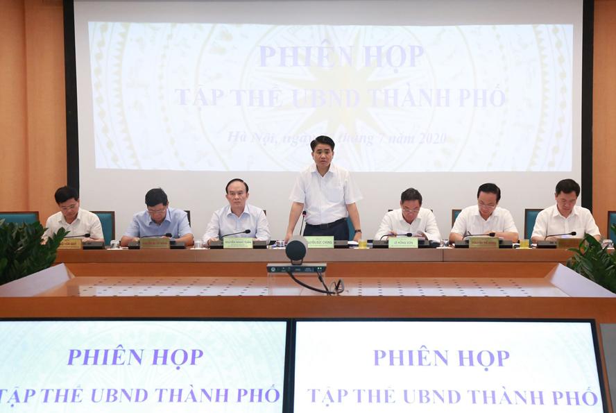 Chủ tịch UBND thành phố Hà Nội Nguyễn Đức Chung phát biểu tại phiên họp