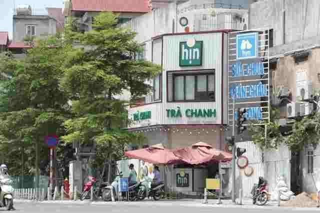 Căn nhà số 65, đường Khúc Thừa Dụ (quận Cầu Giấy) được dựng bằng khung thép, mái tôn, có chiều dài chưa đến 1m, chiều ngang khoảng 4m ngang nhiên tồn tại.