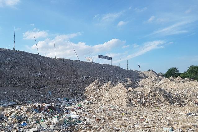 Các khu xử lý CTR XD theo công nghệ nghiền đang dần quá tải do sản phẩm nghiền tái chế gặp khó trong vấn đề đầu ra. Ảnh: Vũ Lê