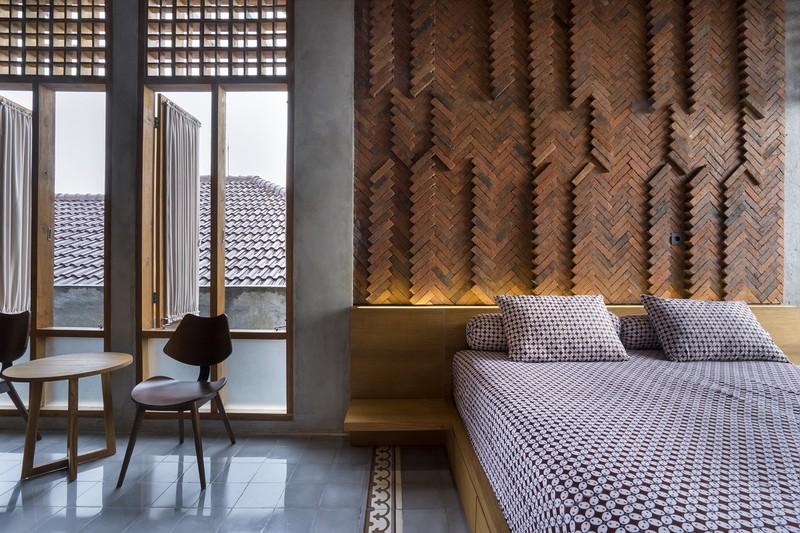 Nếu bạn nghĩ gạch thô chỉ dùng để xây tường bao thì hãy nhìn lại căn phòng này.