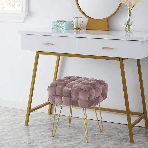 Kiểu dáng chân kẹp tóc khiến cho ghế bớt rườm rà, dễ dàng kéo vào dưới bàn khi không sử dụng