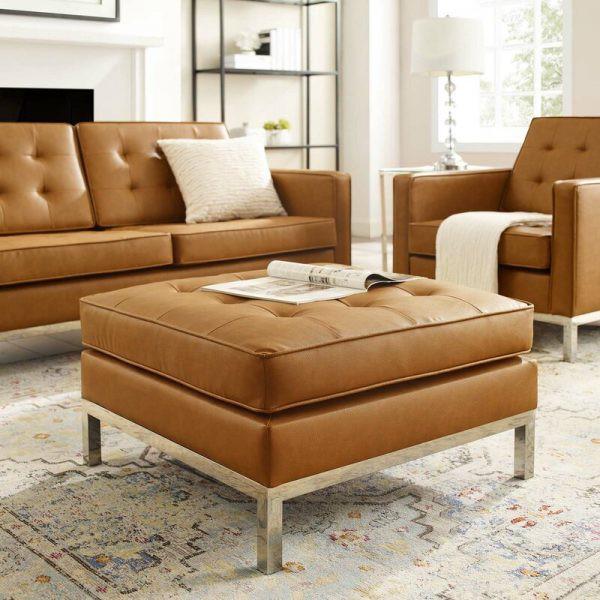 Đi cùng với ghế sofa cùng màu, chiếc ghế giờ đây đã trở thành bàn cà phê thật phong cách
