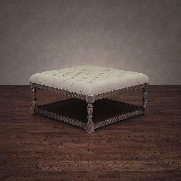 Mặt ghế bọc vải kết hợp nút tựa chần lưng, mang đến vẻ đẹp thẫm mỹ cho bất kỳ căn phòng nào