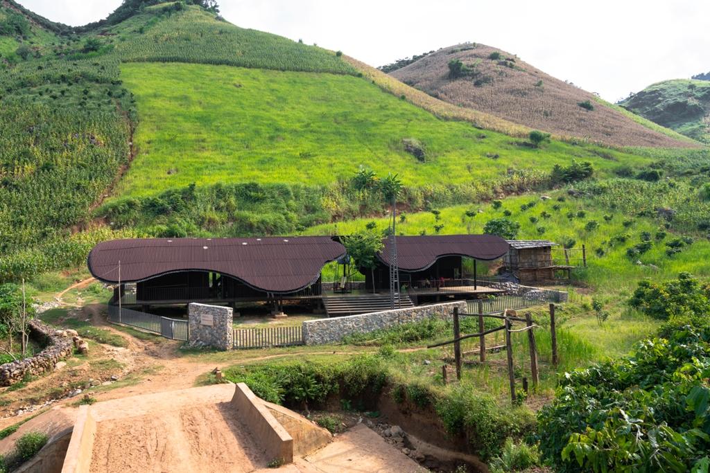 Bó Mon được nhập thiết kế với cảnh quan khu vực miền núi