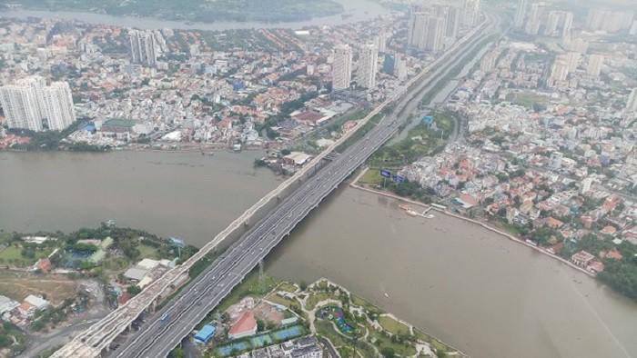 Cầu Sài Gòn nối trung tâm thành phố hiện hữu ra cửa phía ngõ Đông gồm quận 2, quận 9 và Thủ Đức - Ảnh: Huyền Trâm