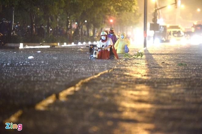 TP.HCM vẫn ngập sau những cơn mưa lớn. Ảnh: Duy Hiệu