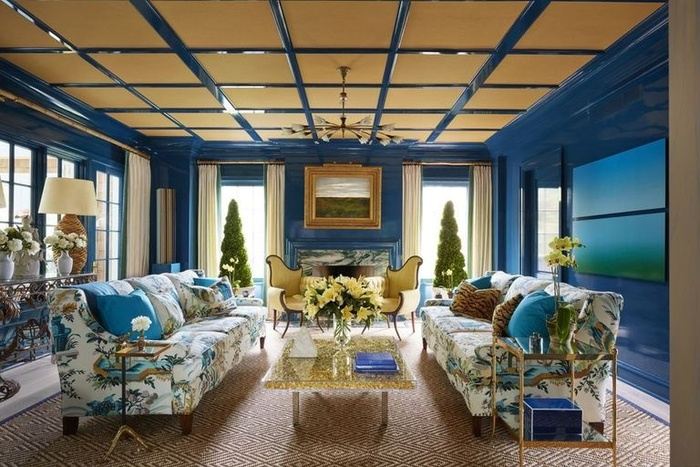 Một trong những cách tốt nhất để đem nhiều ánh sáng vào phòng là chọn màu sơn có độ bóng cao và trần nhà là nơi hoàn hảo để thử nghiệm. Trần bóng phản chiếu ánh sáng cho toàn bộ căn phòng.