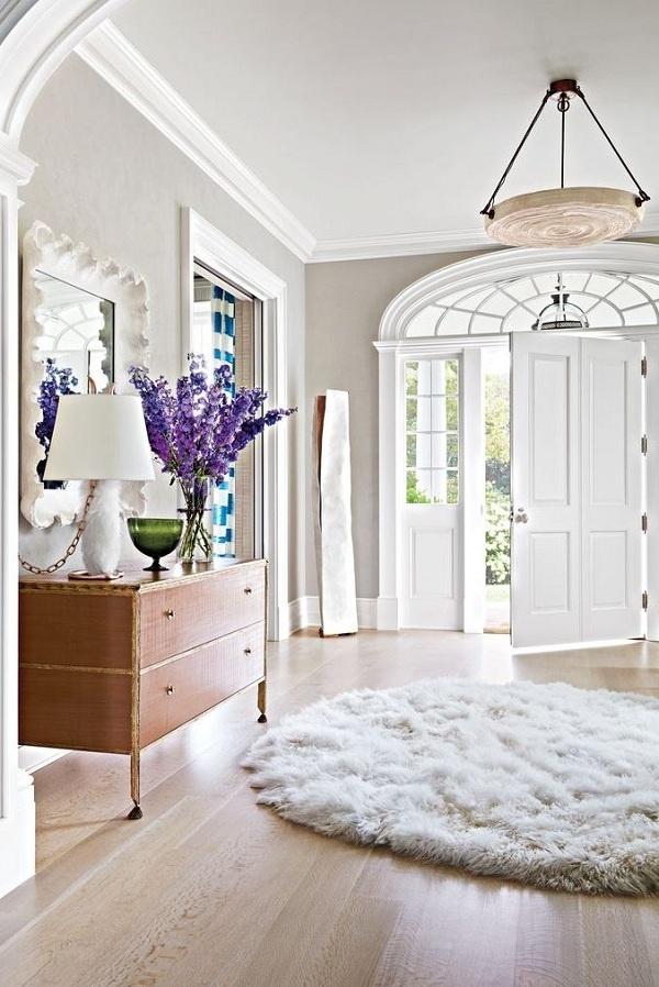 Bạn nên chọn sàn gỗ sáng màu để làm sáng căn phòng tối.