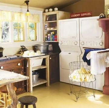 Những gia đình đông người phải giặt nhiều đồ, hãy chọn hai chiếc máy giặt có thể xếp chồng lên nhau để tiết kiệm thời gian và không gian. Dùng một chiếc bàn to để giặt, ủi, may hoặc thậm chí làm đồ thủ công.