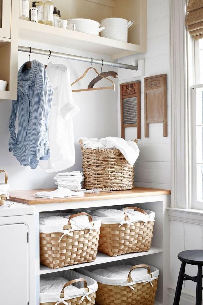 Muốn phòng giặt là nhỏ ngăn nắp ư? Chỉ cần sắm ngay những chiếc giỏ dệt dễ thương để đựng ga trải giường và khăn tắm.