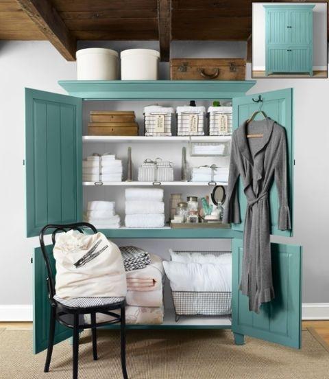 Nếu bạn có phòng giặt là nhỏ, hãy sử dụng một tủ lớn và đựng tất cả những vật dụng cần thiết