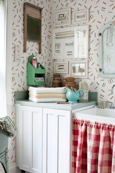 Bạn có thể trang trí phòng giặt bằng những họa tiết vui nhộn và màu sắc mà mình yêu thích