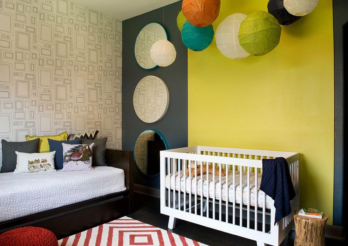 Màu vàng trên nền xám, kết hợp thêm tấm thảm ziczac trong căn phòng của bé trai