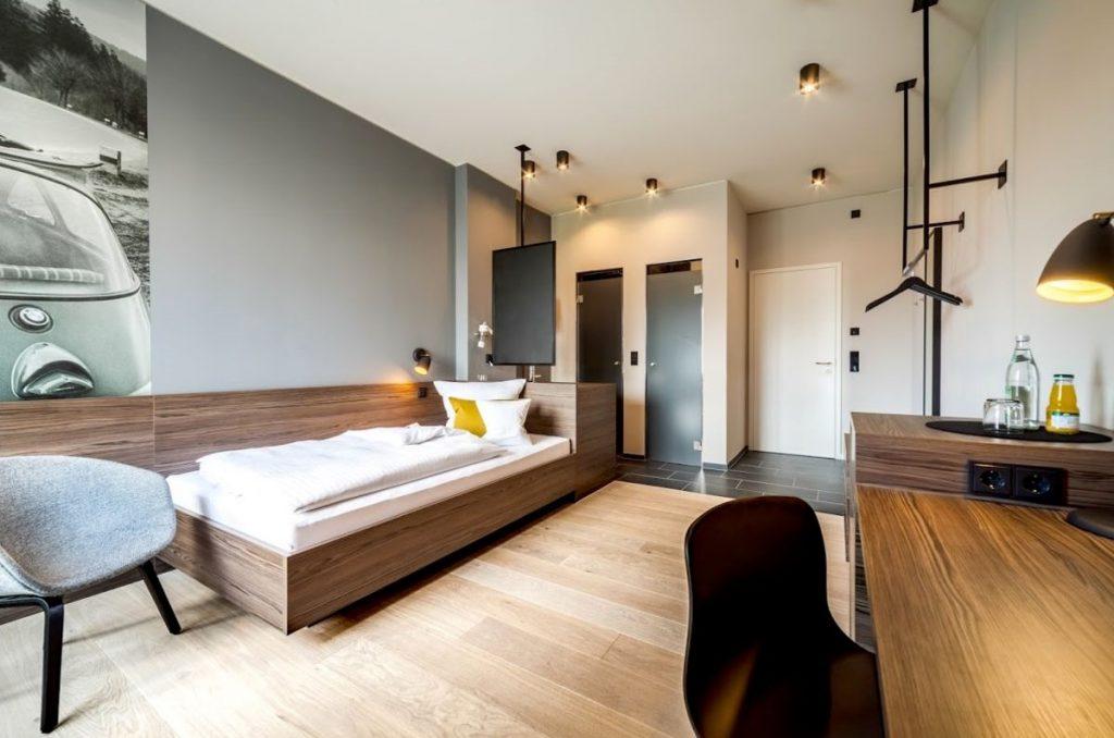 Gỗ Veneer được sử dụng nhiều trong các đồ nội thất gia đình như tủ, bàn ghế, giường,…