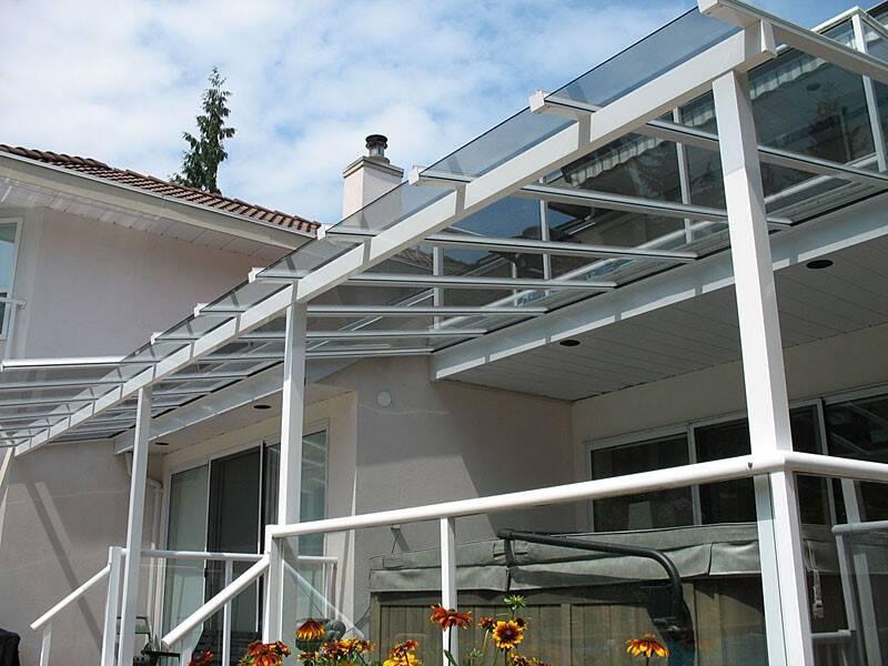 Mái kính cường lực là các loại mái che, mái hiên, mái sảnh được làm từ những vật liệu là kính cường lực và bộ khung sắt, nhôm, inox