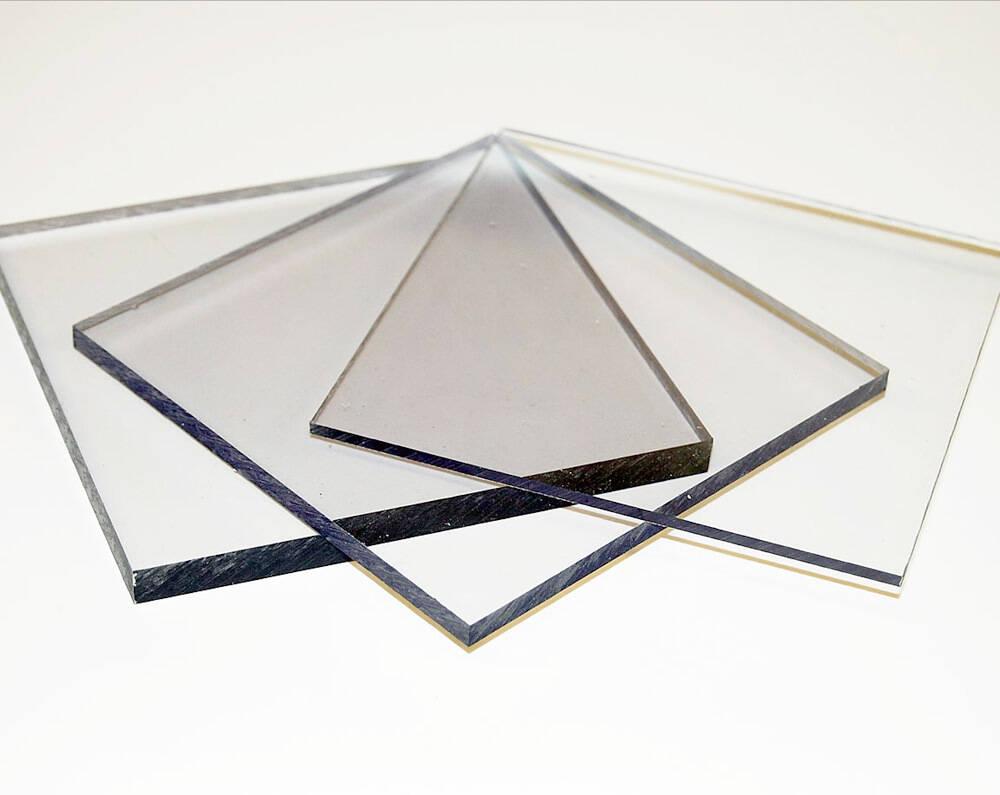 Tấm mica là một loại nhựa dẻo có tên gọi phổ biến là Acrylic hay là Mica và được dùng để thay thế thủy tinh. Hiện nay trên thị trường Việt Nam có 3 loại mica chủ yếu là: mica Đài Loan, mica Trung Quốc và mica Nhật Bản.