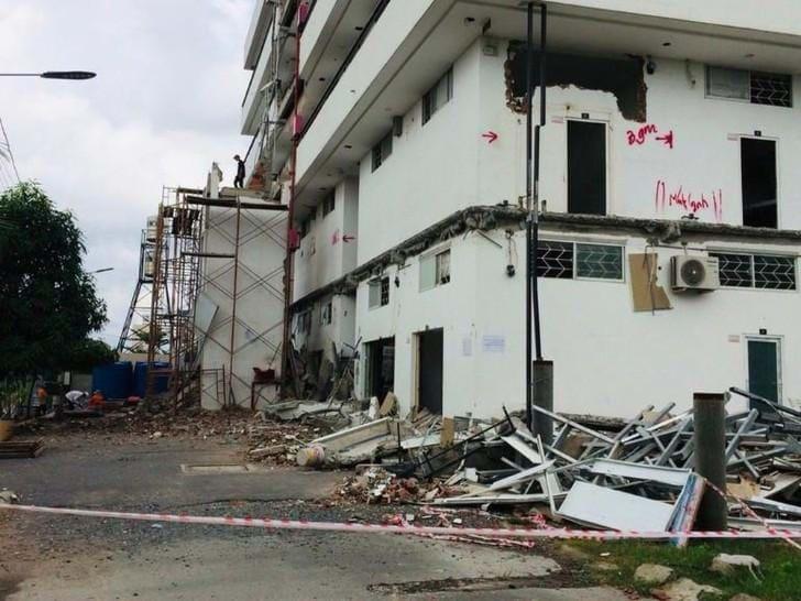 UBND quận Thủ Đức tháo dỡ một công trình vi phạm. Ảnh: Một Thế Giới