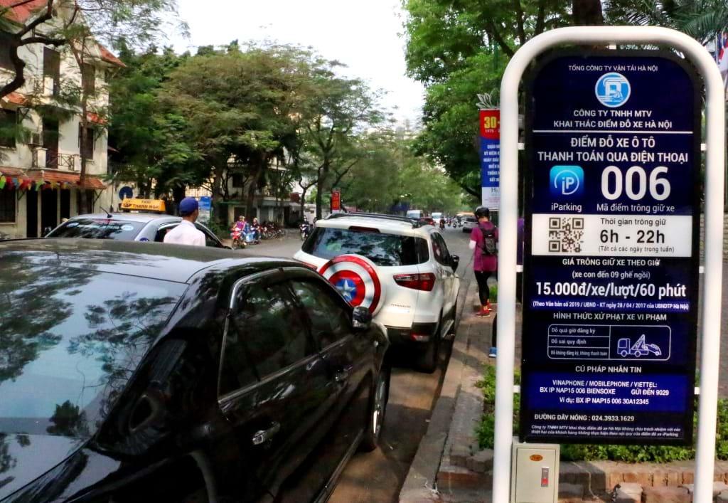 Hệ thống gửi xe thông minh trên phố Lý Thường Kiệt. Ảnh tư liệu: Báo điện tử Đảng cộng sản