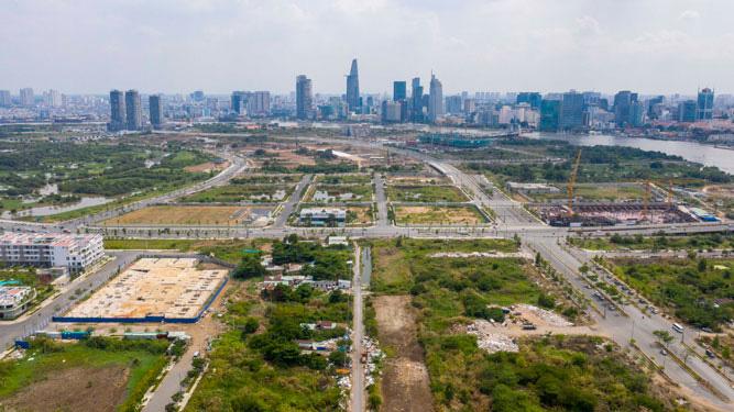 Khu đô thị mới Thủ Thiêm, quận 2, TP HCM hiện vẫn còn nhiều khu đất trống chưa được đầu tư. Ảnh: HOÀNG TRIỀU