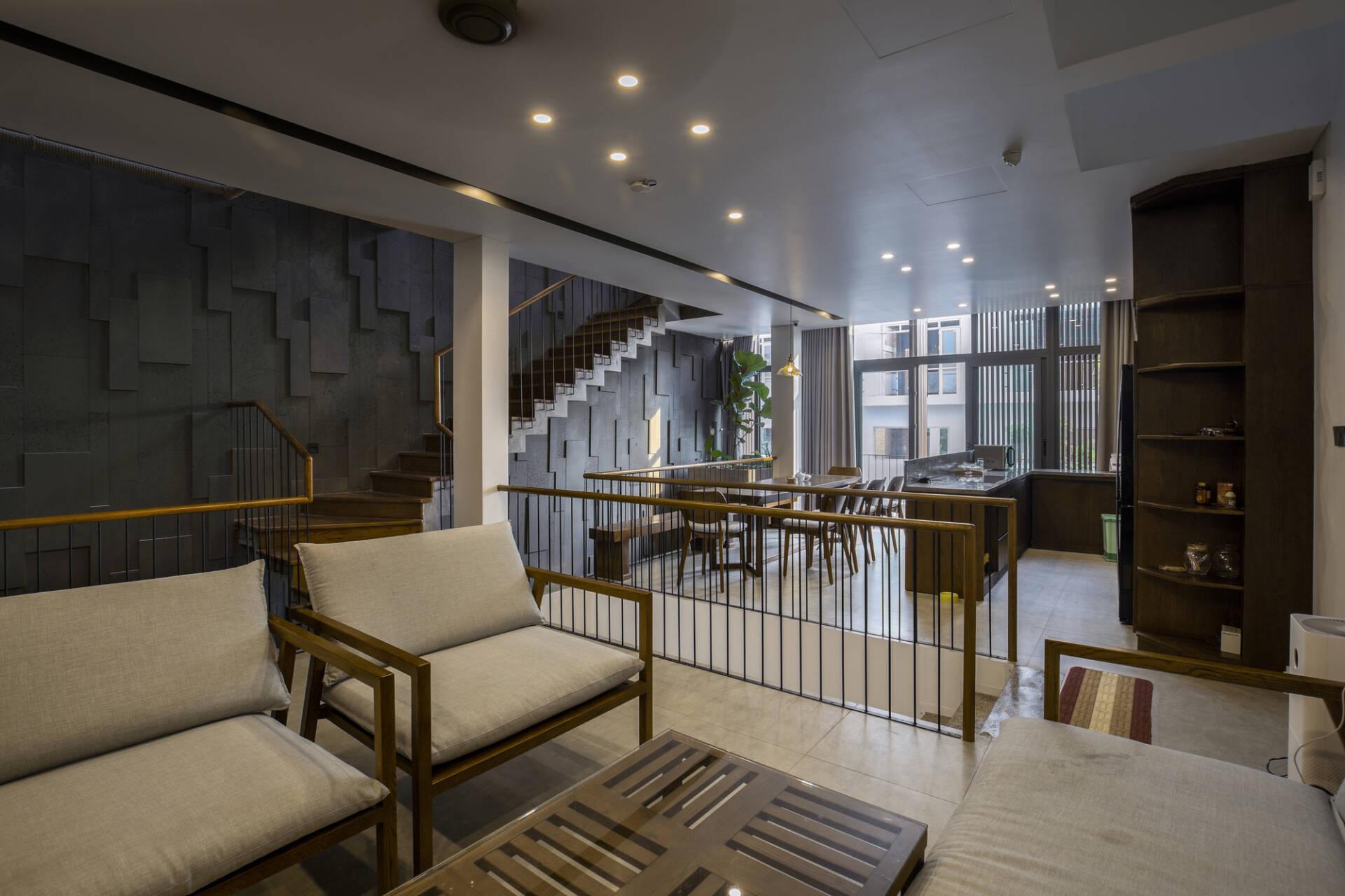 Tầng 2 là không gian của phòng khách, phòng bếp và bàn ăn - nơi các thành viên trong gia đình dành nhiều thời gian cho nhau nhất