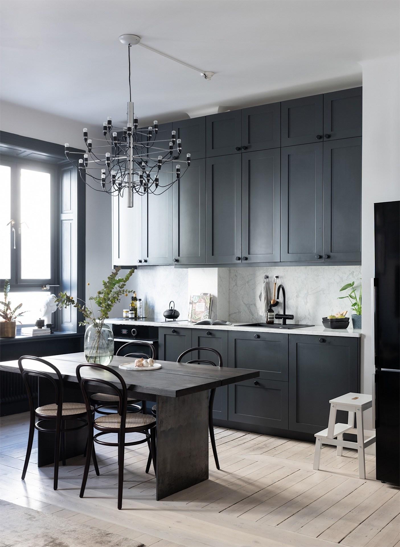 Không gian bếp cũng là nơi được mọi người trong gia đình yêu thích, nơi bày biện những món ăn thật ngon mỗi ngày dành cho các thành viên trong gia đình