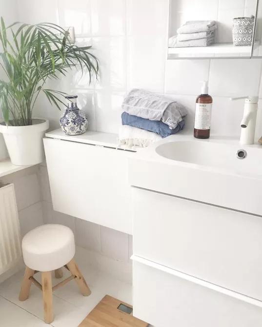Một chiếc kệ gấp là một giải pháp hoàn hảo cho những phòng tắm nhỏ không có chỗ đựng đồ hoặc bàn trang điểm. Chiếc kệ tối giản này có thể gấp lại và cất đi khi không sử dụng, giúp lưu lại những đồ dùng quý giá của bạn. Chiếc kệ như một bàn trang điểm gấp, bàn ủi hoặc bất kỳ bề mặt nào mà bạn không cần hàng ngày.