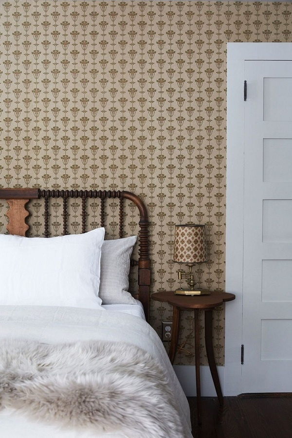 Tông màu caramel tạo cảm giác ấm cúng cho phòng ngủ. Thêm màu trắng và xanh lam để làm sống động không gian.
