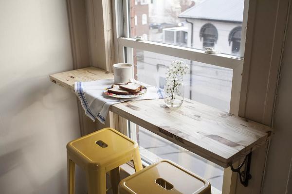 Bạn có thể biến một góc trống trong nhà thành góc cà phê có tầm nhìn tuyệt đẹp