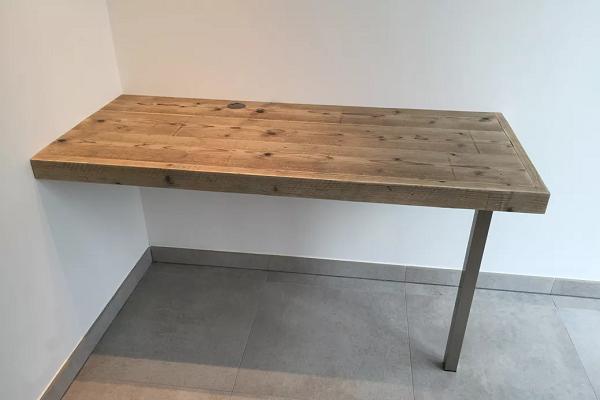 Bất kỳ góc trống nào cũng có thể trở thành phòng làm việc tại nhà với chiếc bàn làm việc nổi này