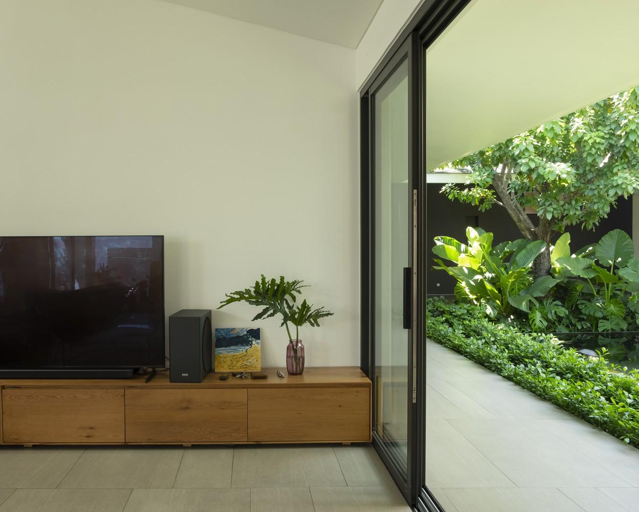 Các không gian riêng này đều mở ra các góc vườn riêng phía sau, tạo ra một không gian sống hài hòa với thiên nhiên