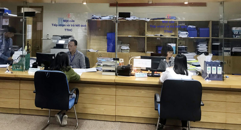Bộ phận giải quyết thủ tục một cửa tại Sở Quy hoạch - Kiến trúc Hà Nội. Ảnh: Doãn Thành