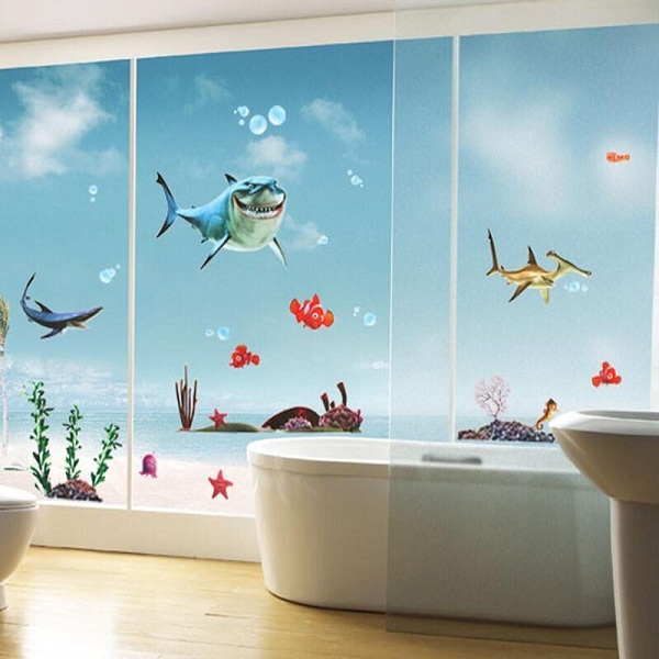 Với lớp nhựa vinyl bao phủ, giấy dán tường phòng tắm còn giúp bạn dễ dàng vệ sinh, lau chùi