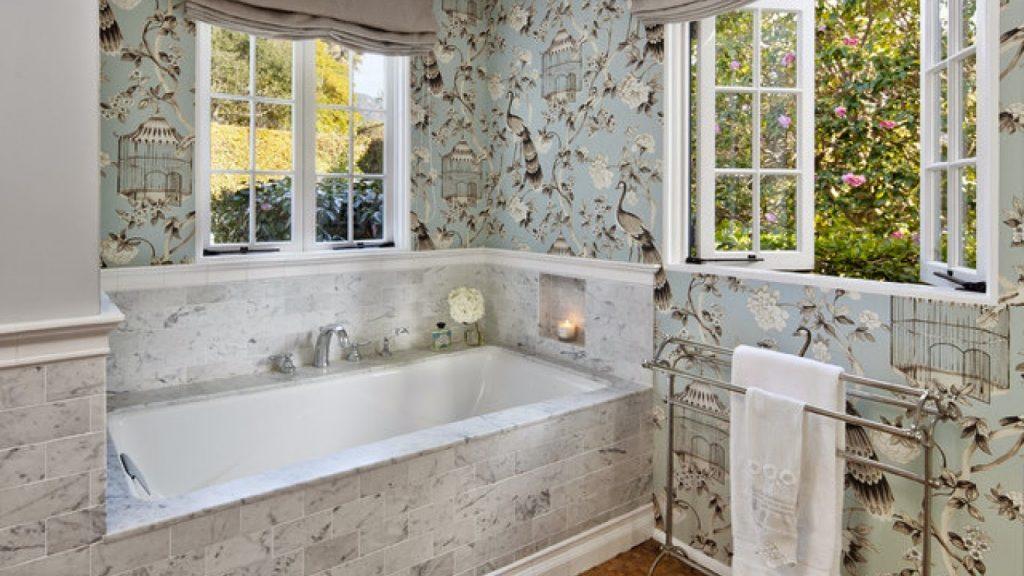 Không gian tắm trở nên bắt mắt hơn rất nhiều nhờ vào giấy dán tường phòng tắm chống nước