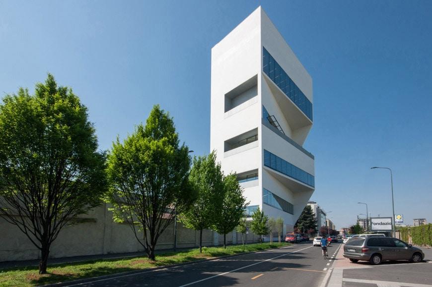 Tòa nhà F Torreazione do đội kiến trúc sư OMA trực tiếp thiết kế và xây dựng