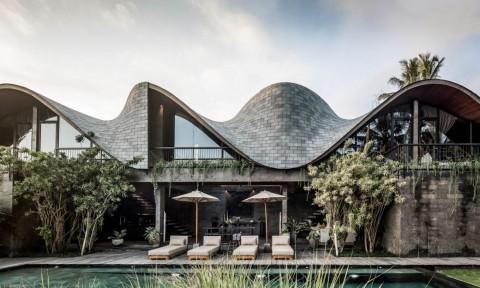 """""""Ngôi nhà alpha' với mái nhà lượn sóng ở đảo Bali"""