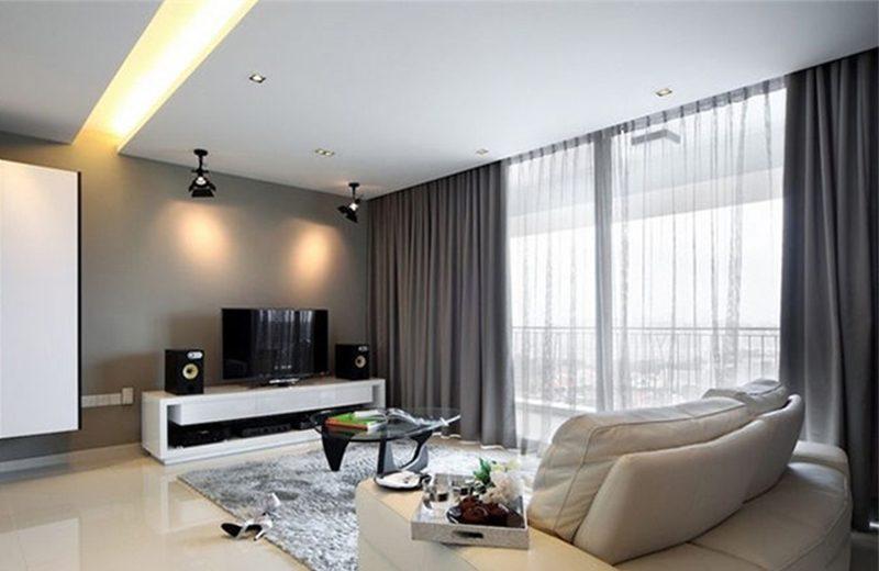 Với thiết kế 2 lớp sáng tạo, rèm cửa phòng khách hợp lý với tông màu nội thất tinh tế mà sang chảnh hơn.