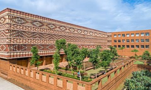 Toà nhà có mặt tiền trang trí gạch độc đáo ở Ấn Độ